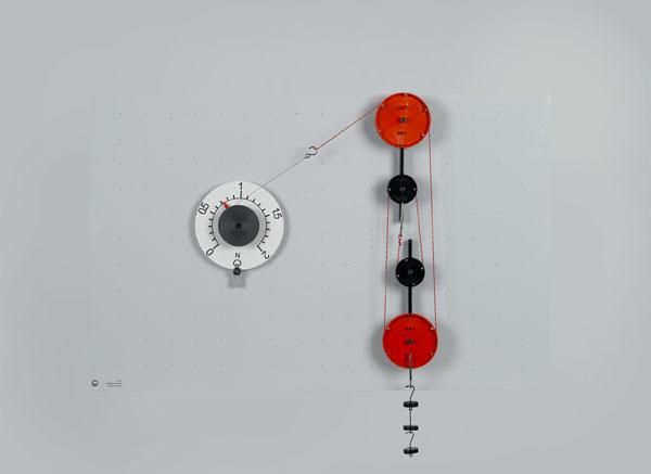 Poulie fixe, poulie mobile et palan comme machines simples sur le tableau magnétique