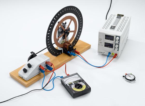Oscillations de torsion forcées - mesure avec le chronomètre manuel