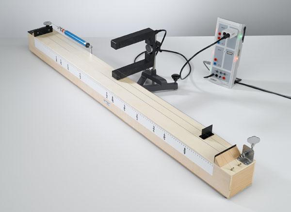 Détermination de la fréquence d'oscillation d'une corde en fonction de la longueur et de la tension de la corde