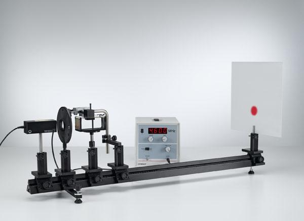 Détermination de la vitesse de son dans des liquides - ondes ultrasoniques stationnaires comme un réseau optique
