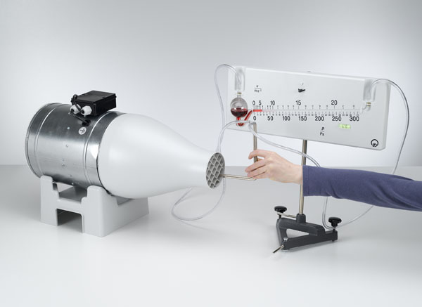 Détermination de la vitesse du vent avec une sonde de pression dynamique - mesure de la pression avec le manomètre de précision