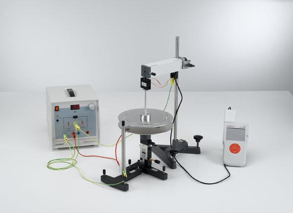 Electromètre absolu de Kirchhoff: mesure de la force entre les plaques électrisées d'un condensateur - mesure avec le capteur de force