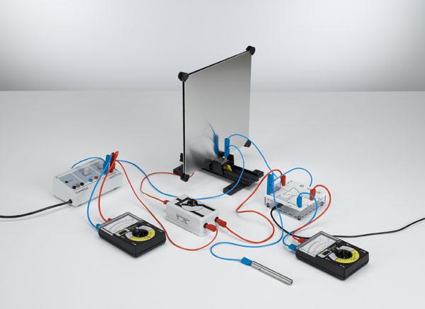 Détermination de la capacité d'un condensateur à plaques - mesure de la charge avec l'amplificateur électromètre