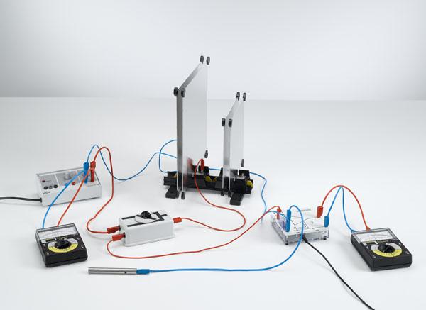 Montage en parallèle et en série de condensateurs - mesure de la charge avec l'amplificateur électromètre