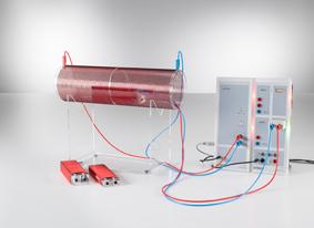 Mesure de la force électromotrice induite dans une boucle conductrice pour un champ magnétique variable - avec Power-CASSY comme source de courant variable