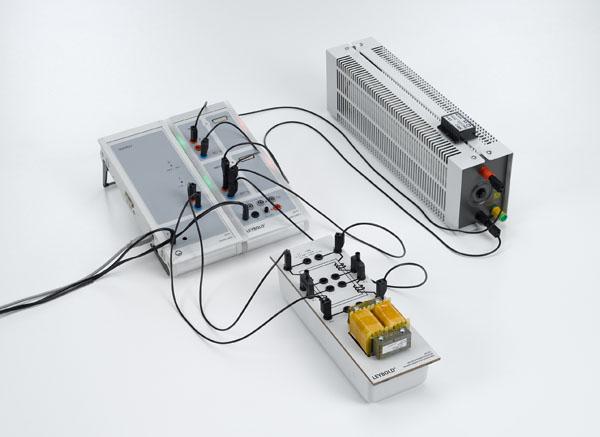Tracé de la tension et du courant en fonction du temps pour un transformateur chargé