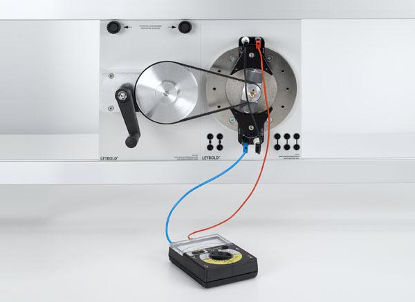 Génération d'une tension alternative avec une génératrice à pôles intérieurs (dynamo) et une génératrice à pôles extérieurs