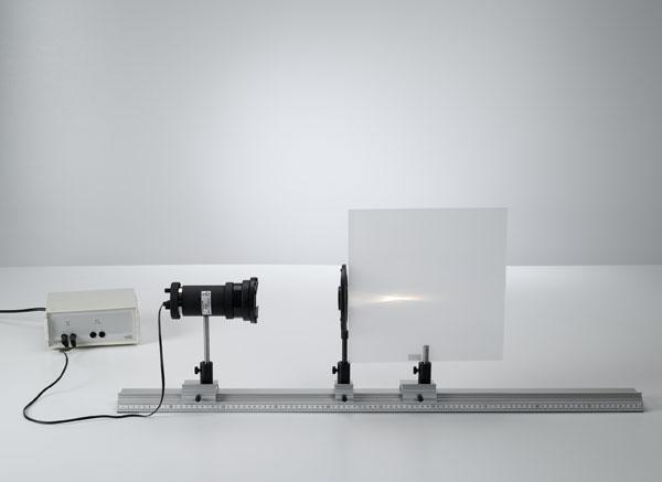 Détermination de la distance focale de lentilles convexes et concaves pour des rayons lumineux parallèles à l'axe de ces lentilles