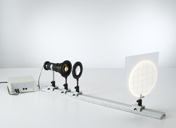 Distorsion en coussin et en barillet pour une projection avec une lentille et défaut de coma