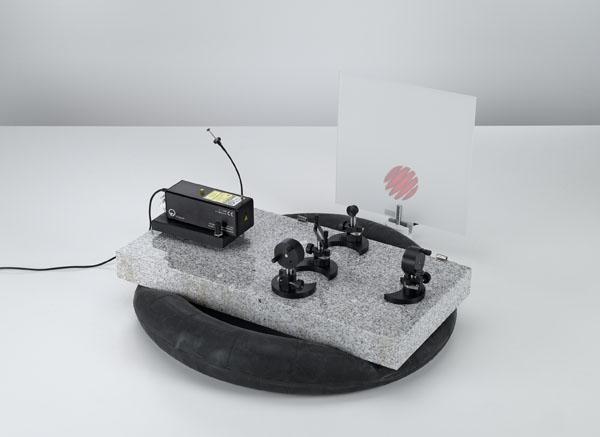 Montage d'un interféromètre de Michelson sur la plaque de base pour optique laser